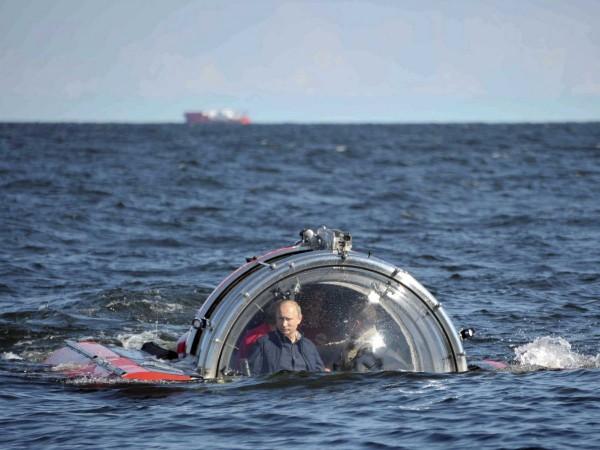 Adoră și expedițiile subacvatice, pentru a admira epavele vaselor rusești.