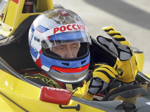 Putin e și un adept al vitezei. El a rulat cu 230 de km/h într-un monopost de Formula 1
