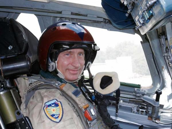 Liderul rus nu a ezitat să piloteze și un avion de luptă.