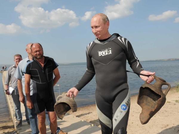 Și nimeni altcineva dintre scafandri, în afară de Putin, nu a găsit cele două artefacte.
