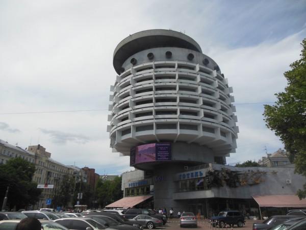 Încă un hotel din Ucraina care vorbește despre slăbiciunile arhitecților vremii pentru OZN-uri.