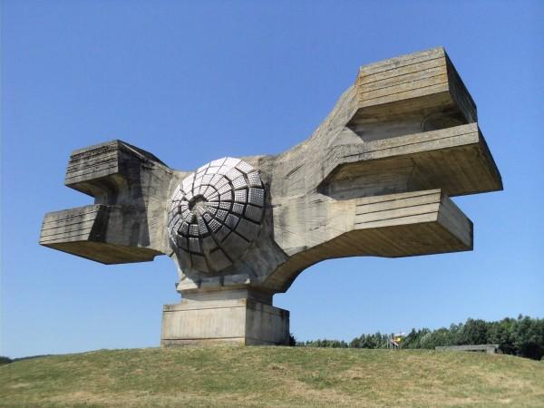 Monumentul revoluției, construit în Croația (fosta Iugoslavie), dedicat celor locuitorilor regiunii Moslavina.
