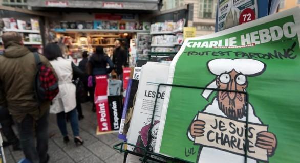 """O jurnalistă a Charlie Hebdo demisionează pentru că publicaţia este """"blândă"""" cu extremismul islamic"""