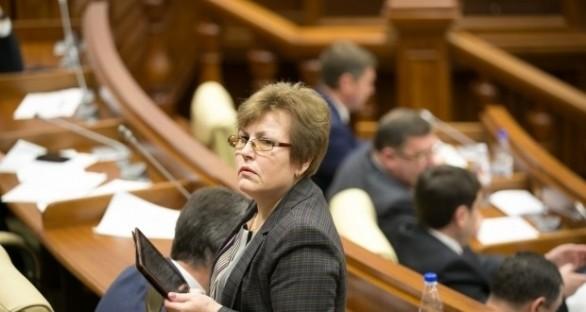 """Maria Ciobanu, despre tinerii PDM: """"Sunt îndobitociți. Dacă Plahotniuc le-ar pune în mână arme Kalașnicov, ar trage în concurenții politici cu o plăcere sadică"""""""