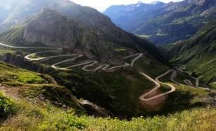 (VIDEO) Cele mai spectaculoase drumuri din Europa: Transfăgărăşanul, pe primul loc