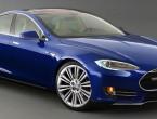 (VIDEO) Cum au spart doi chinezi o maşină Tesla de la 19 km distanţă