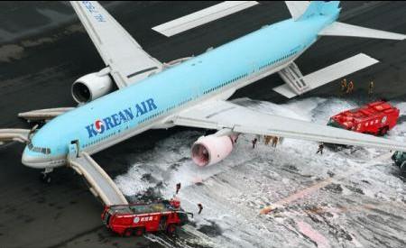 (VIDEO) Japonia: Un avion, evacuat după un incendiu izbucnit la unul din motoare chiar înainte de decolare