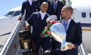 (FOTO și VIDEO) Campionii Europei s-au întors acasă: Jucătorii portughezi, primiți cu urale de mii de oameni
