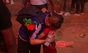 (VIDEO) Momentul incredibil în care un copil, fan Portugalia, îl încurajează pe un suporter francez