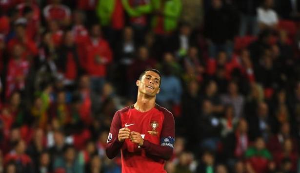 """Euro 2016. Ronaldo, ironizat de un fost mare golgheter: """"Fără gol din 36 de lovituri libere"""""""