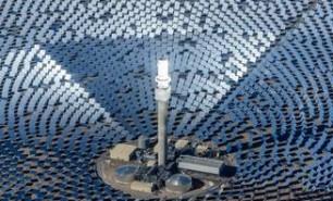 (FOTO şi VIDEO) Zburăm cu avionul solar, apoi luăm trenul împins de vânt: 5 proiecte măreţe cu energie verde