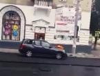 (VIDEO) Un șofer strică asfaltul proaspăt turnat în Chișinău; Reacția uimitoare a unui drumar