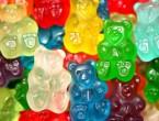 """(VIDEO) Cum se fac ursuleţii gumaţi şi jeleurile: """"Sunt adevărate cocktailuri chimice"""""""
