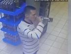 (VIDEO) Ca să nu plătească vodca, un rus o bea direct în magazin