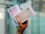 (VIDEO) Şi-au distrus telefoanele iPhone 7 noi-nouţe, după ce au încercat să-şi facă singuri gaură pentru căşti cu bormaşina, cum au văzut pe YouTube