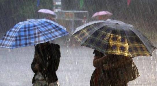 (METEO) 3 zile de ploi cu descărcări electrice: Când revine soarele generos
