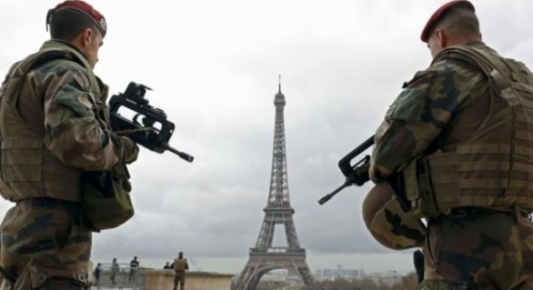 Alertă cu bombă în centrul Parisului: Cel puţin 100 de oameni au fost evacuați