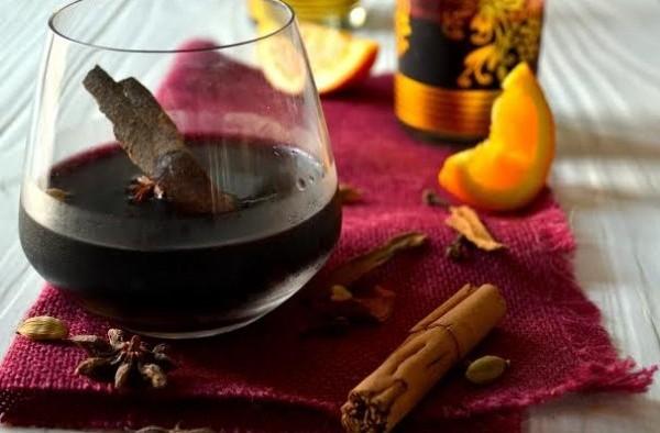 Vinul fiert are proprietăţi miraculoase: Ce boli poate trata