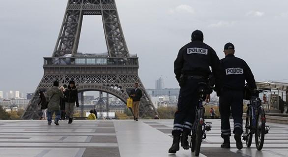 Franța își sporește măsurile de securitate; Sunt posibile atentate de Crăciun