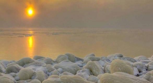 (FOTO și VIDEO) Spectacolul naturii continuă la malul Mării Negre