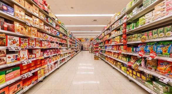 Supermarketurile nu mai au voie să ofere gratuit pungi din plastic