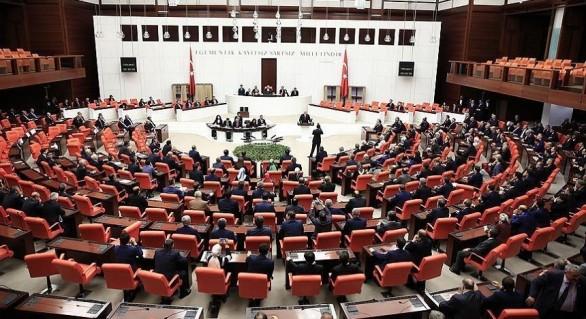(VIDEO) Bătaie în Parlamentul turc, în cursul dezbaterilor privind reforma constituţională care îi va spori puterea lui Erdogan