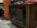 (VIDEO) Gest extraordinar: A vrut să arunce un televizor vechi, dar a găsit în interior o sumă uriaşă de bani