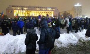 (FOTO) Mii de oameni au protestat în București pe o ninsoare abundentă și un ger cumplit