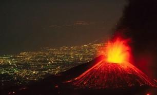 (VIDEO) Imagini spectaculoase: Un cunoscut vulcan a erupt după 250 de ani