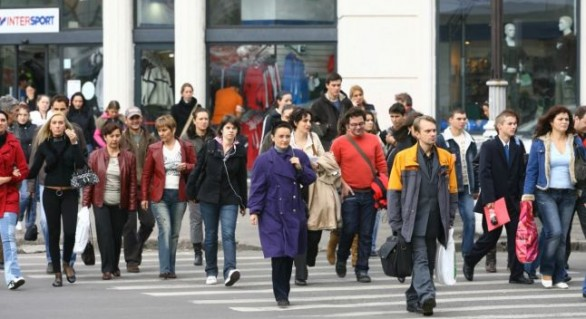 (INFOGRAFIC) Furați de un miliard de dolari și sufocați de tarife mari, moldovenii se declară, în continuare, fericiți
