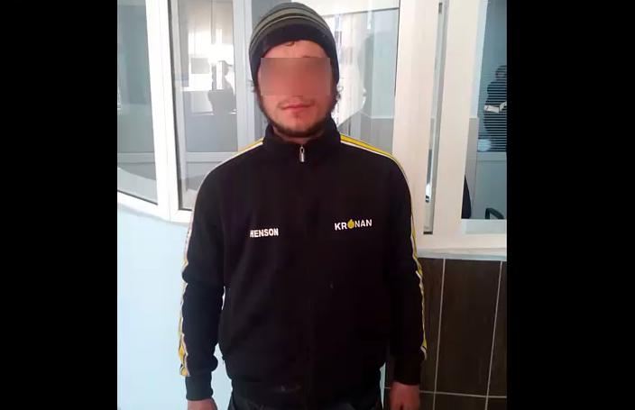 (VIDEO) Polițiștii au surprins doi indivizi cărând un televizor. Ce a urmat