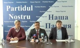 (VIDEO) Igor Dodon, îndemnat să promoveze un proiect de lege gata pregătit privind interdicția extragerii gazelor în Moldova