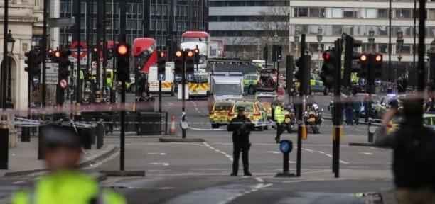 (GALERIE FOTO) Piața Trafalgar: Acțiuni de comemorare a victimelor atacului de la Londra