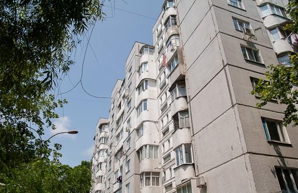 Investigație: Cum a fost comrpomis proiectul de schimbare a ferestrelor la blocurile din capitală