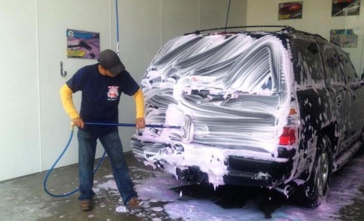Sfaturile specialiștilor: Ce trebuie să faci atunci când speli mașina