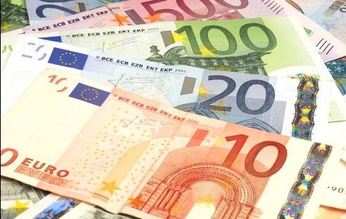 Euro ar putea atinge cel mai scăzut nivel din ultimii 15 ani: Care este cauza