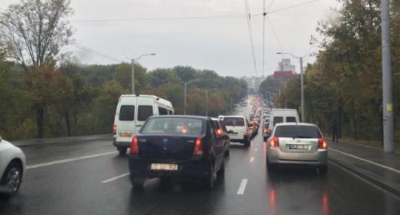 Parlamentul a decis: Termenul de înregistrare a mașinilor cu numere străine în condiții speciale, prelungit cu trei luni