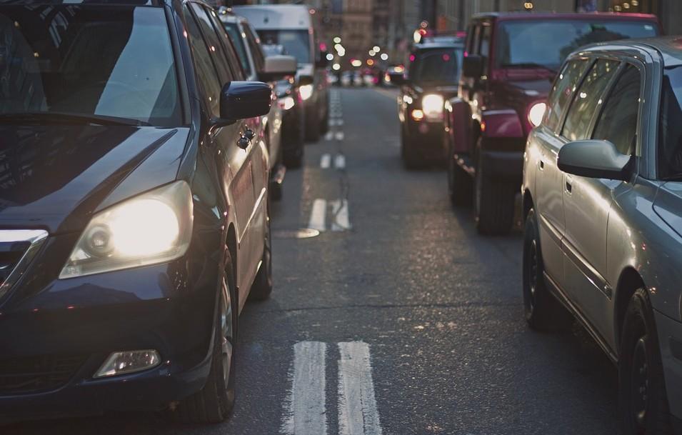 Veste bună pentru șoferi: De mâine nu mai sunt obligați să includă lumina de zi
