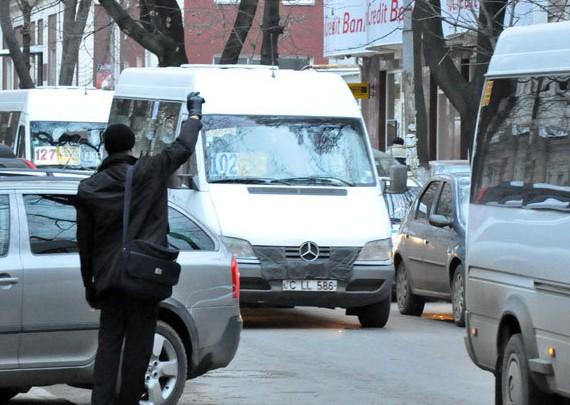 Microbuzele și trenurile din Republica Moldova pierd călătoriii: Cu fiecare an tot mai puțini