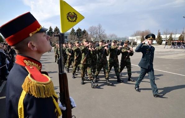 """(VIDEO) Armata Națională se mărește. Peste 200 de tineri au strigat """"Jur credință Patriei"""""""