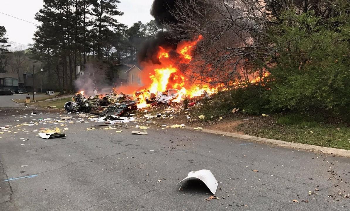 (VIDEO) Un avion s-a prăbușit peste o casă în statul american Georgia