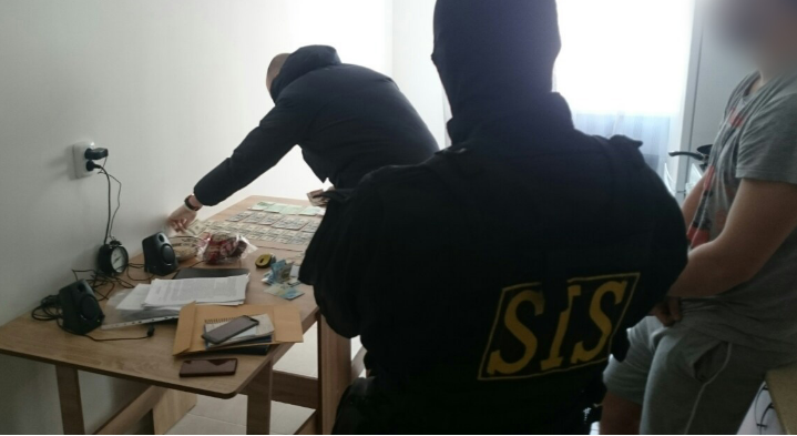 (VIDEO) Schemă de contrabandă deconspirată. Milioane de euro erau scoase din țară ilegal