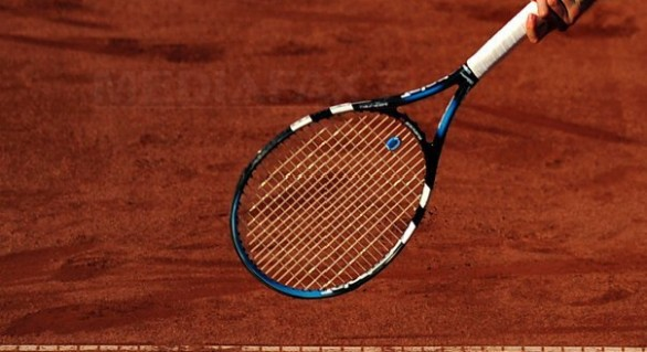 Un tenismen şi-a pierdut doi dinţi după ce a fost lovit cu racheta de un alt jucător