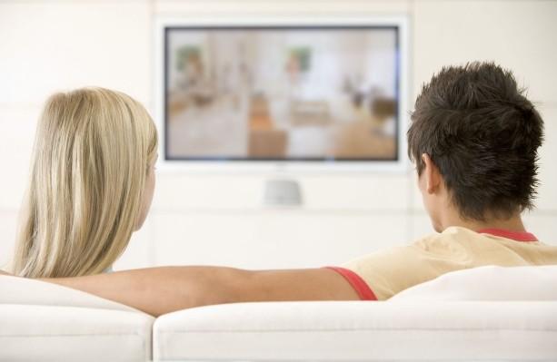 (STUDIU) Moldovenii nu mai vor să se uite la televizor: Indicatorii acestei piețe continuă să scadă