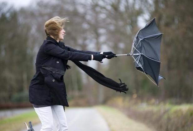 Mare atenție la vreme: Meteorologii au emis Cod Galben de vânt