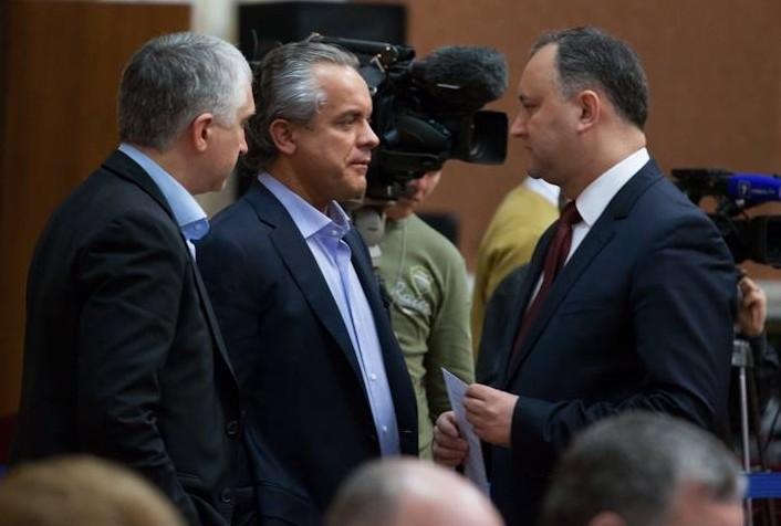 Ping-pong între Plahotniuc și Dodon: Cei doi se întrec în declarații pe Facebook