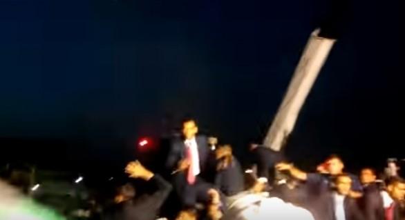 (VIDEO) Președintele venezuelean atacat cu pietre și ouă de manifestanți furioși