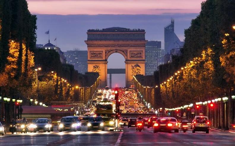 Francezii își aleg astăzi președintele: Care sunt candidații cu cele mai multe șanse