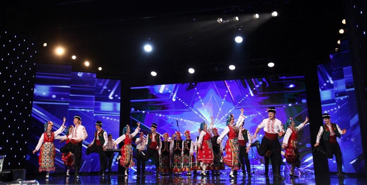 """(VIDEO) Spectacol cu de toate: Un ansamblu din Taraclia a impresionat juriul de la """"Românii au talent"""""""