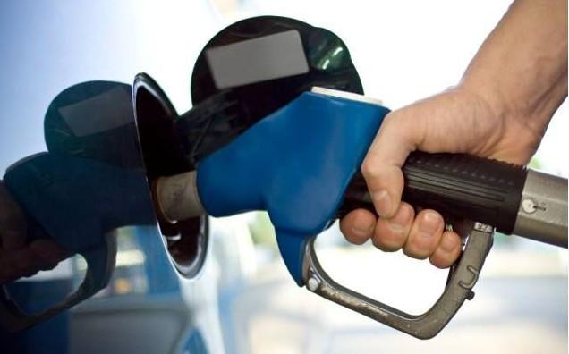 Benzina și motorina se ieftinesc: Cât vor costa carburanții în stațiile PECO